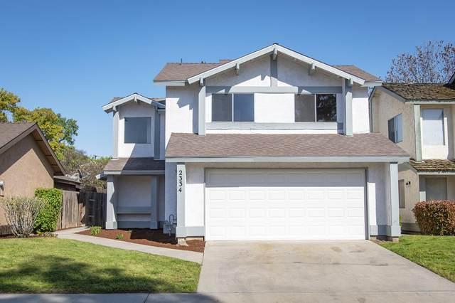 2334 N Edison Street, Visalia, CA 93292 (#204032) :: Martinez Team
