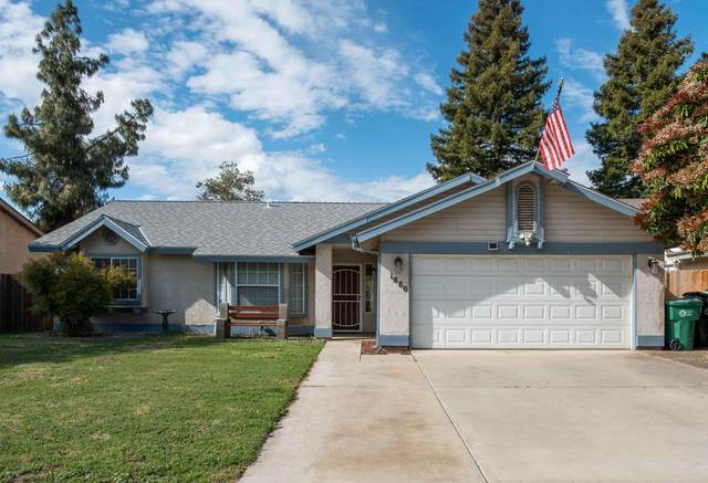 1880 Fairhaven Avenue, Porterville, CA 93257 (#204076) :: Martinez Team