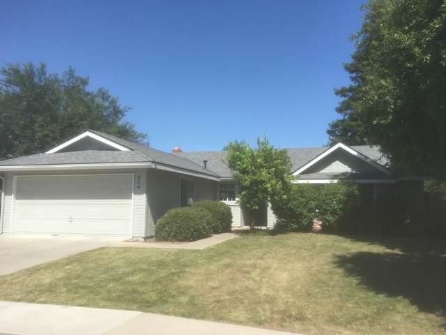 434 Fallbrook Court, Tulare, CA 93274 (#204758) :: The Jillian Bos Team