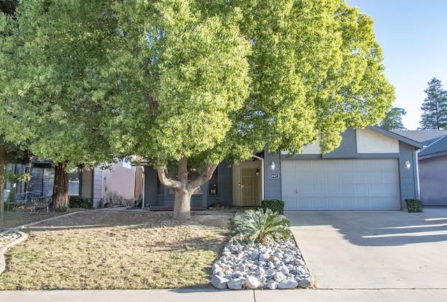 5049 W Chestnut Avenue, Visalia, CA 93277 (#204788) :: The Jillian Bos Team