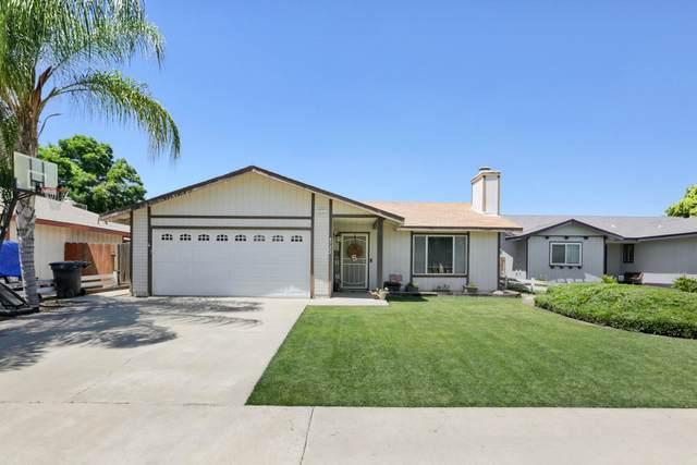 4722 W Howard Avenue, Visalia, CA 93277 (#204812) :: The Jillian Bos Team
