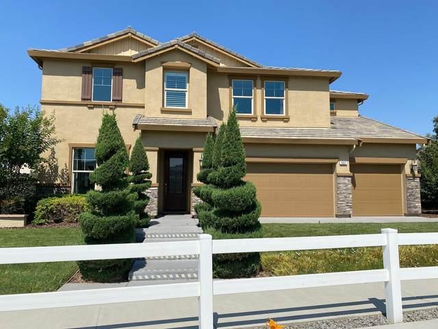 507 Ocean Street, Tulare, CA 93274 (#204923) :: Martinez Team