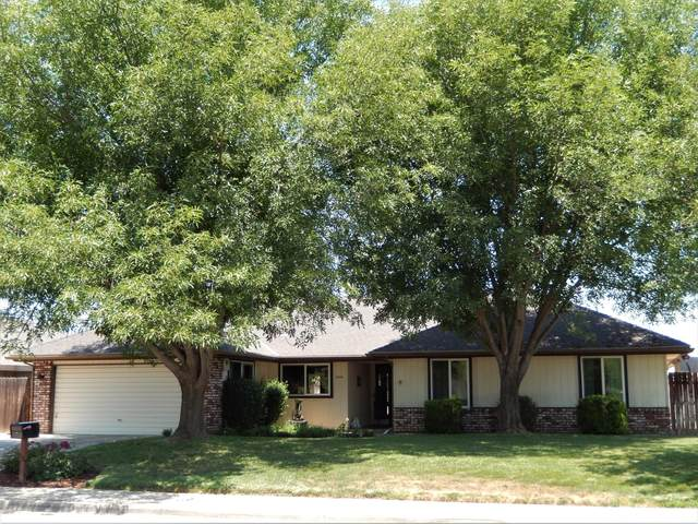 3310 W Sunnyside Avenue, Visalia, CA 93277 (#204961) :: Anderson Real Estate Group
