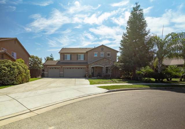 3016 N Linda Vista Court, Visalia, CA 93291 (#205332) :: Martinez Team