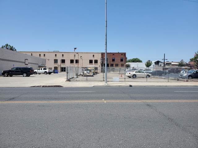 141 S L Street, Tulare, CA 93274 (#205344) :: The Jillian Bos Team