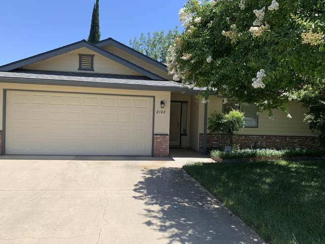 2142 S Conyer Court, Visalia, CA 93277 (#205361) :: The Jillian Bos Team