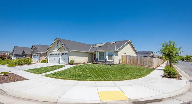 2396 Seaside Court, Tulare, CA 93274 (#205368) :: Martinez Team