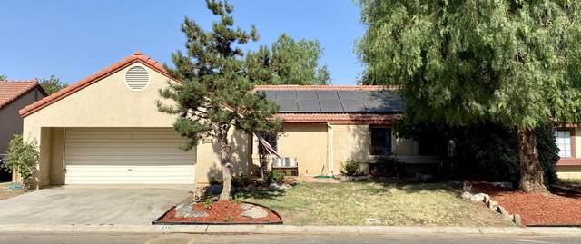 910 Lone Oak Drive, Porterville, CA 93257 (#205390) :: Martinez Team