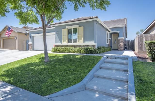 3560 W Sweet Avenue, Visalia, CA 93291 (#205424) :: Martinez Team