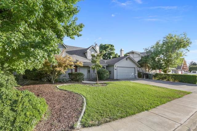 4135 W Mission Court, Visalia, CA 93277 (#205428) :: The Jillian Bos Team