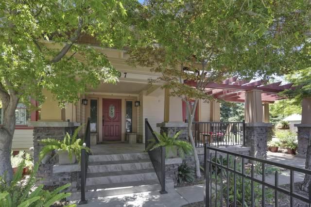 807 N Highland Street, Visalia, CA 93291 (#205430) :: Martinez Team