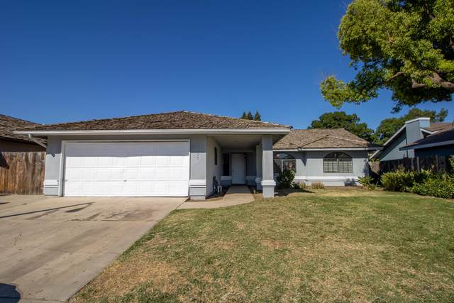 1198 N Lincoln Street, Tulare, CA 93274 (#205461) :: Martinez Team