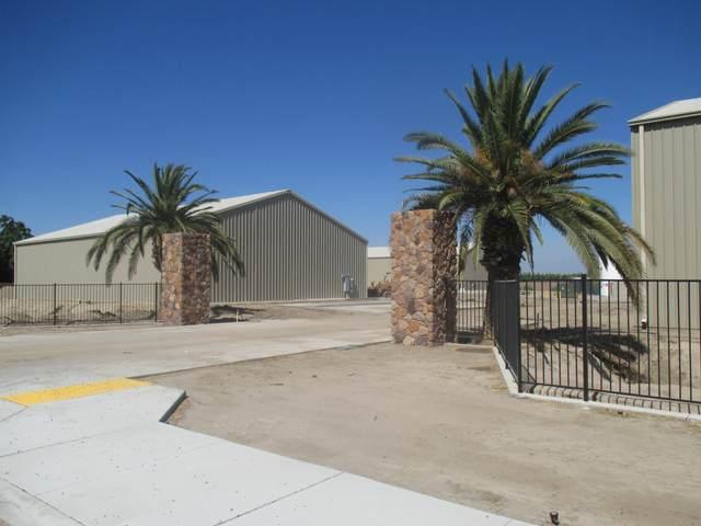 1878 N Mooney Boulevard, Tulare, CA 93274 (#205662) :: The Jillian Bos Team