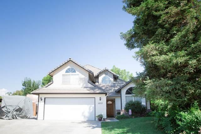 1022 N Greenwood Street, Tulare, CA 93274 (#205837) :: The Jillian Bos Team
