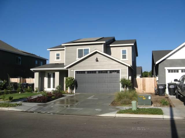 2440 N Fairway Street, Visalia, CA 93291 (#205883) :: The Jillian Bos Team