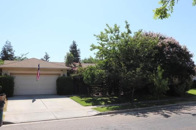1050 Palo Alto Street, Tulare, CA 93274 (#205942) :: The Jillian Bos Team