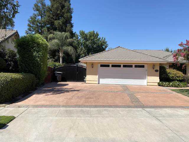 2446 SW Cottonwood Circle, Visalia, CA 93277 (#205955) :: The Jillian Bos Team