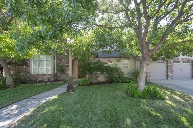288 S Redwood Drive, Reedley, CA 93654 (#206064) :: The Jillian Bos Team