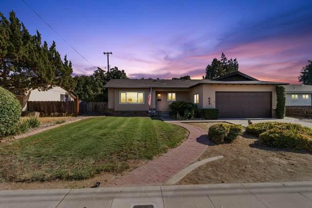 645 W Paradise Avenue, Visalia, CA 93277 (#206099) :: Martinez Team