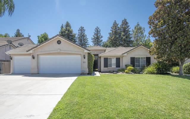 5819 W Sunnyside Drive, Visalia, CA 93277 (#206149) :: The Jillian Bos Team