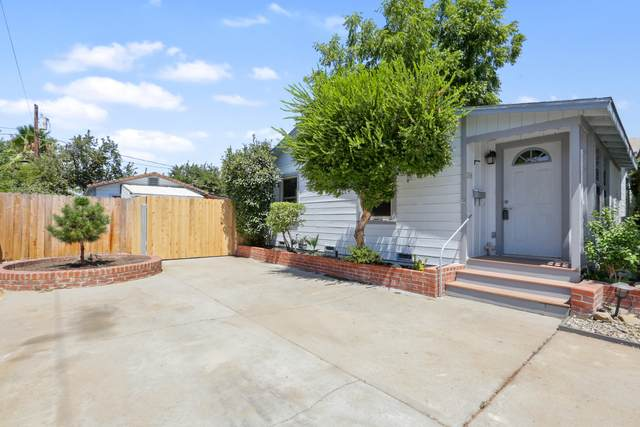 208 W Paradise Avenue, Visalia, CA 93277 (#206164) :: The Jillian Bos Team