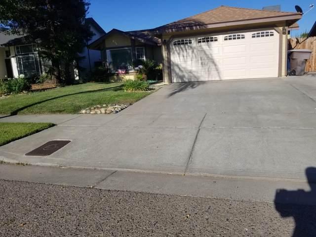 1300 Pepperwood Street, Tulare, CA 93274 (#206246) :: The Jillian Bos Team