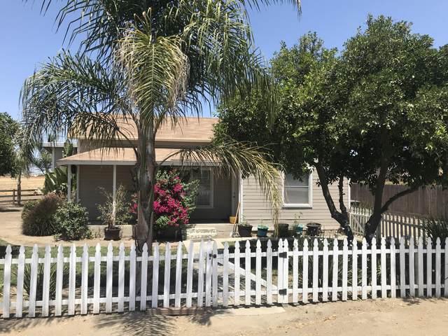 2058 W Tulare Avenue, Tulare, CA 93274 (#206467) :: Robyn Icenhower & Associates