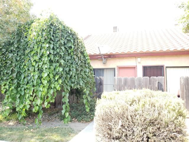 904 W Cameron Street, Hanford, CA 93230 (#206523) :: The Jillian Bos Team