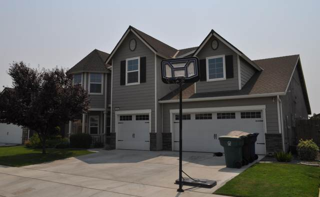 2687 Emerald Bay Avenue, Tulare, CA 93274 (#206683) :: Martinez Team