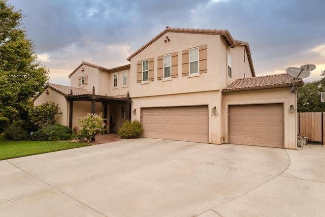 1746 Pinot Court, Tulare, CA 93274 (#206799) :: Martinez Team