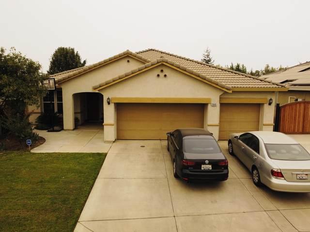 2946 W Vine Avenue, Visalia, CA 93291 (#206835) :: The Jillian Bos Team