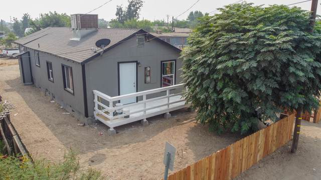 831 E Orange Avenue, Porterville, CA 93257 (#206883) :: The Jillian Bos Team