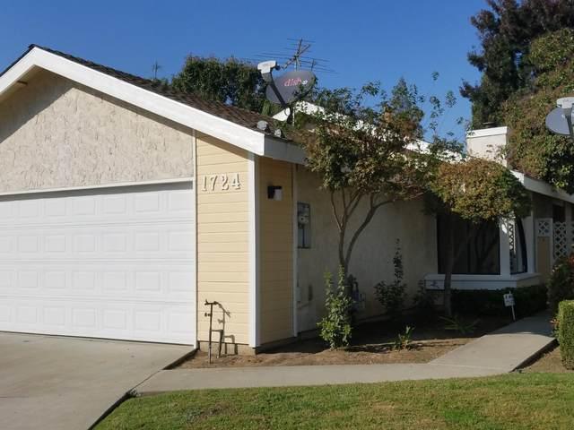 1724 E Vine Court, Visalia, CA 93292 (#206902) :: Robyn Icenhower & Associates