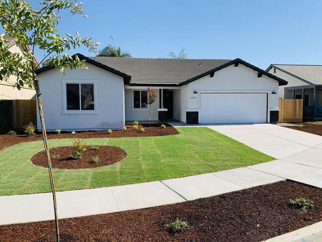 1996 E Sandalwood Avenue, Tulare, CA 93274 (#206933) :: Martinez Team