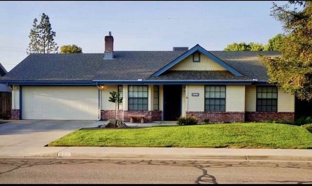 800 W Vassar Avenue, Visalia, CA 93277 (#207083) :: The Jillian Bos Team