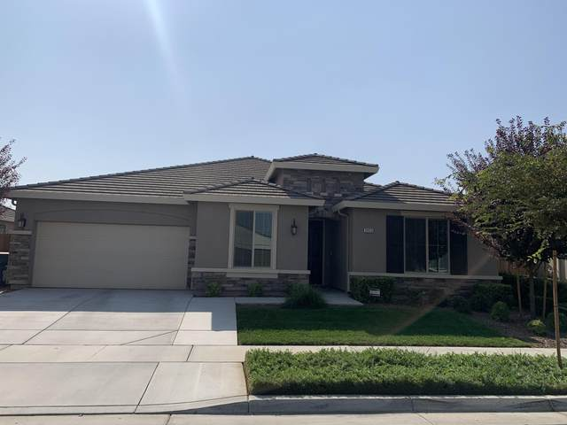 2853 Harbor Island Avenue, Tulare, CA 93274 (#207571) :: Martinez Team
