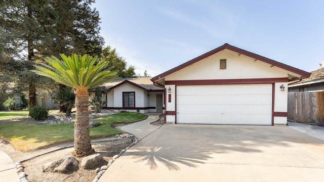 945 Centennial Court, Tulare, CA 93274 (#207605) :: Martinez Team