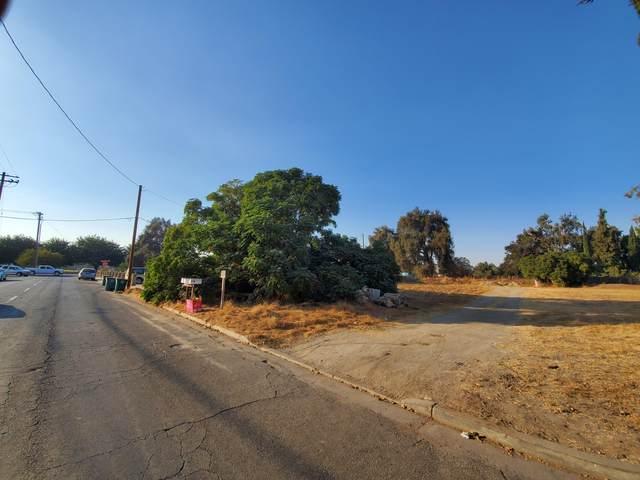 168 E Oakland Street, Farmersville, CA 93223 (#207695) :: Martinez Team