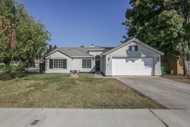 1994 W Westfield Avenue, Porterville, CA 93257 (#207952) :: Martinez Team