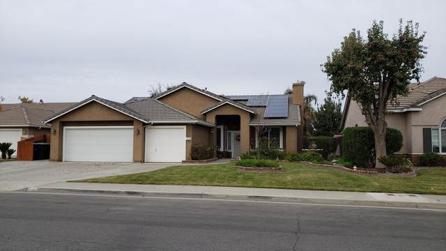 836 E Redwood Circle, Hanford, CA 93230 (#208081) :: Martinez Team