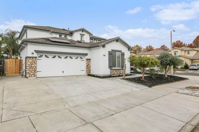 2938 W Sweet Avenue, Visalia, CA 93291 (#208089) :: The Jillian Bos Team