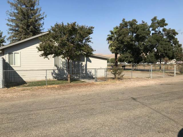 138 E Grand Avenue, Porterville, CA 93257 (#208119) :: The Jillian Bos Team