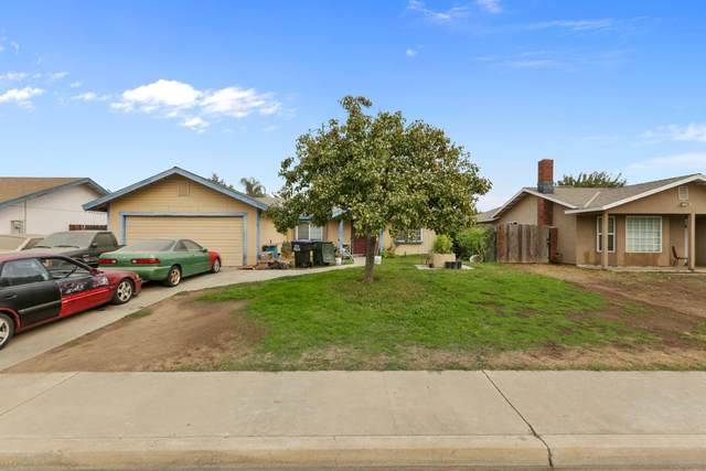 2330 N Oak Park Street, Visalia, CA 93291 (#208308) :: The Jillian Bos Team