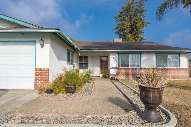 2912 W Country Court, Visalia, CA 93277 (#208628) :: The Jillian Bos Team
