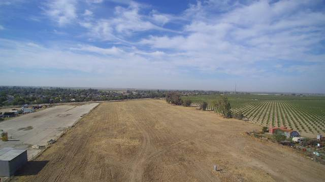 1975 W Tulare Avenue, Tulare, CA 93274 (#208764) :: The Jillian Bos Team