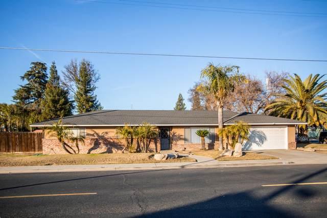 295 E North Way, Dinuba, CA 93618 (#208924) :: The Jillian Bos Team