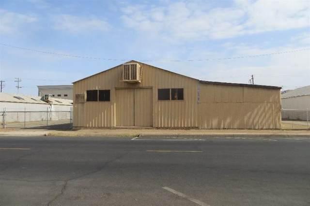 160 N M Street, Dinuba, CA 93618 (#209140) :: Martinez Team