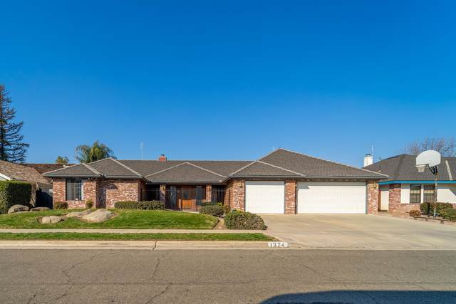 1324 E Thompson Avenue, Tulare, CA 93274 (#209175) :: The Jillian Bos Team