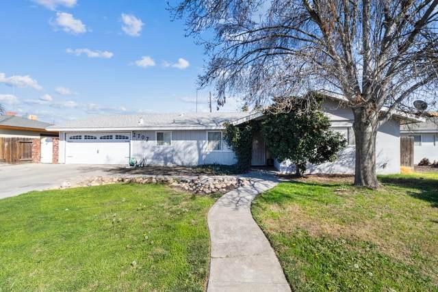 2702 S County Center Drive, Visalia, CA 93277 (#209553) :: Martinez Team