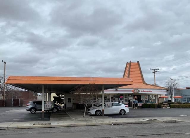 301 N Willis Street, Visalia, CA 93291 (#209625) :: Martinez Team
